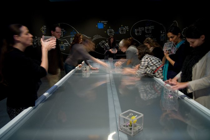 מתוך התערוכה די קוד, פרויקט קוביה02, צילום: שי בן אפריים.